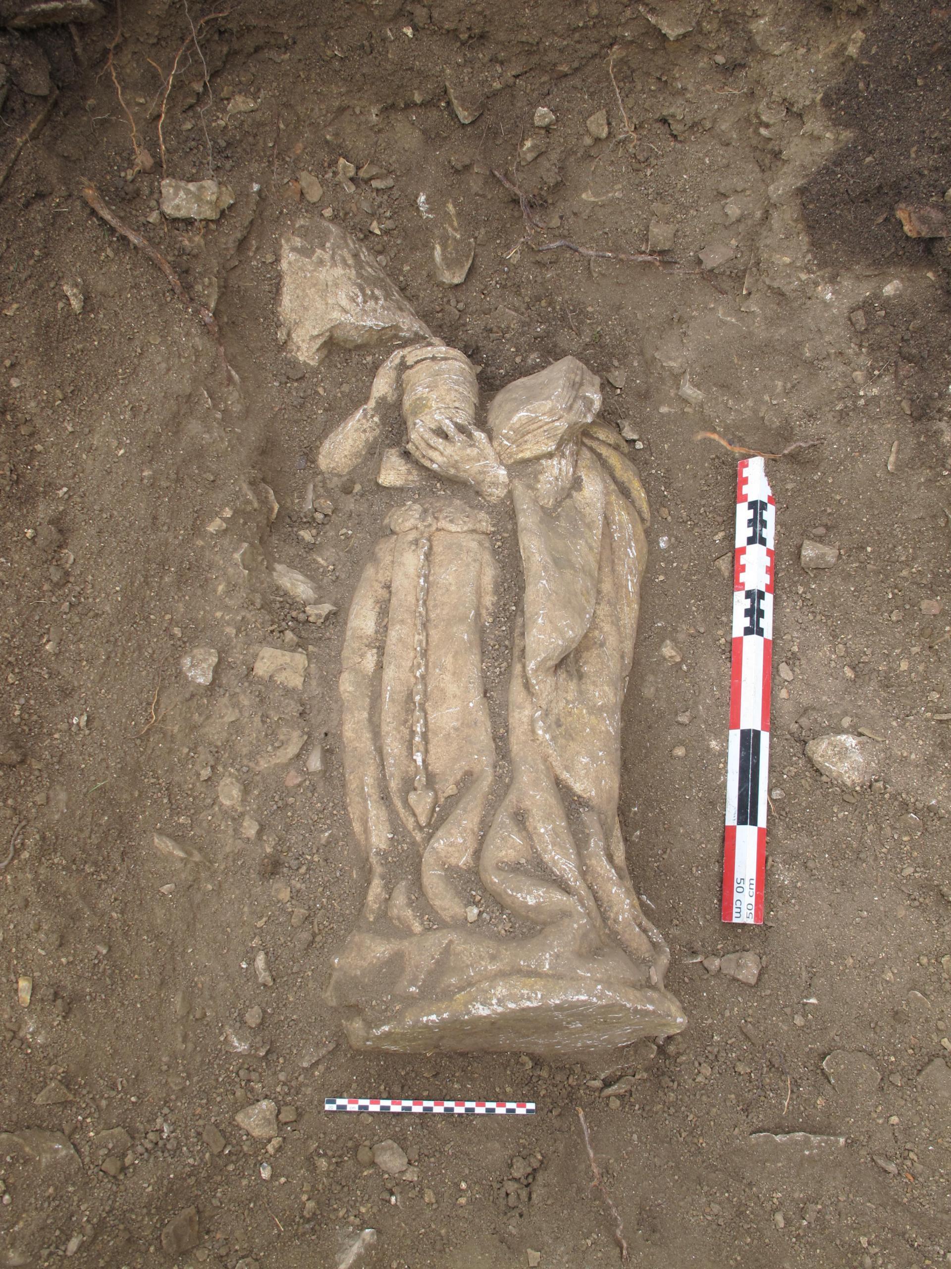 L'Inrap lance une campagne de mécénat participatif pour la restauration de deux statues bourguignonnes médiévales Laistmard14-086