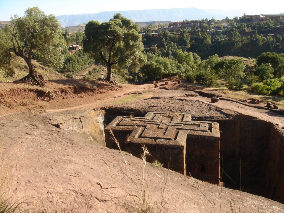 Des églises monolithes taillées dans le basalte