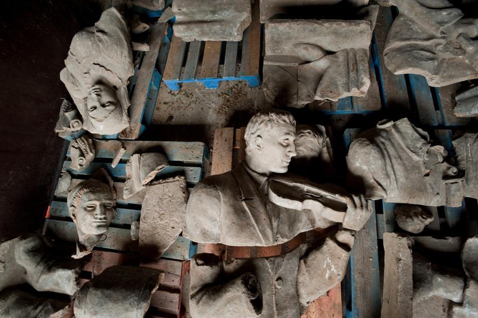 6-9-0 Bas-relief du pavillon soviétique présenté à Paris en 1937