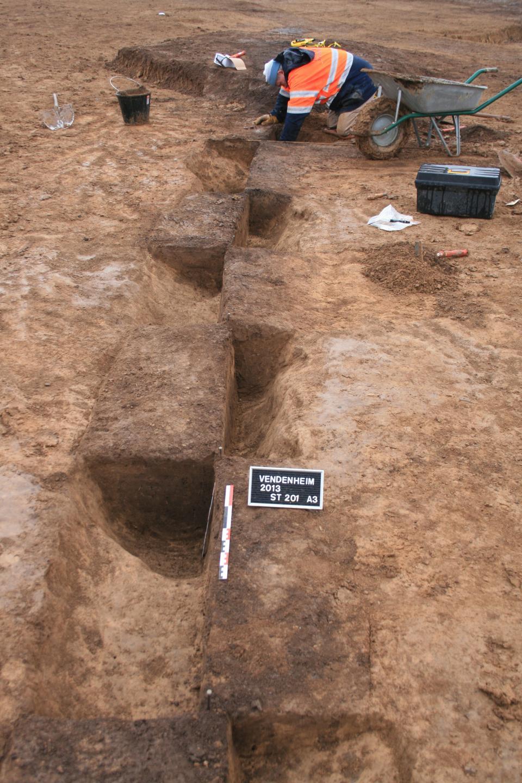 Fouille de l'enceinte néolithique (vue vers l'est).