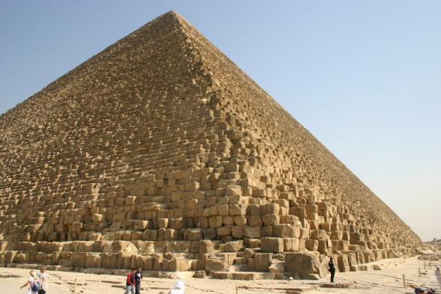Khéops, Khephren et les autres, faut-il raser les pyramides d'Egypte ?