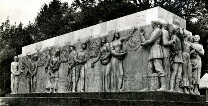 Le pavillon soviétique de l'exposition de 1937