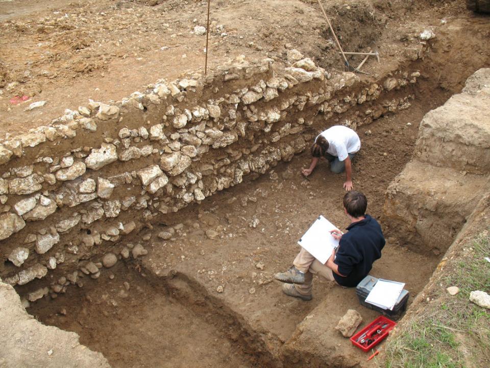 Le rempart monumental d'un <i>oppidum</i>, en Charente-Maritime