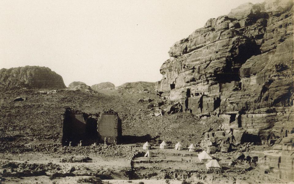 Le camp Thomas Cook implanté dans le secteur du temple. Carte postale des années trente, collection particulière.