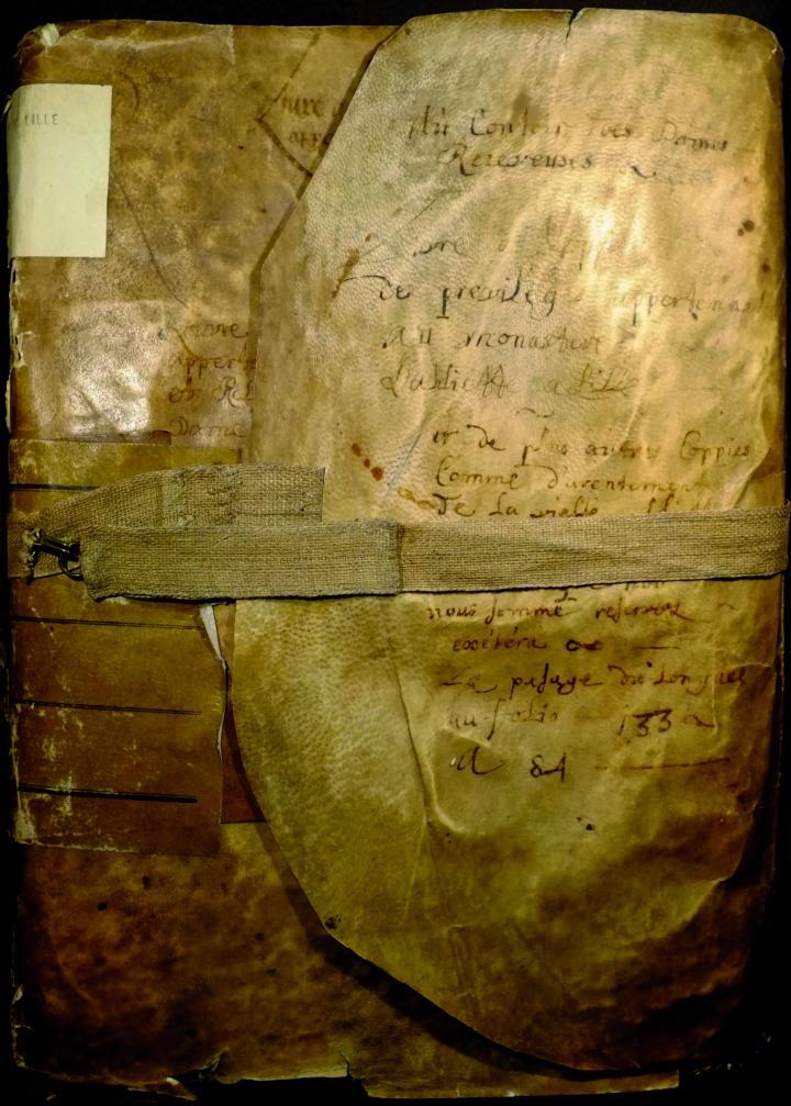 Couverture d'un cartulaire de l'Abbiette contenant 106 actes de 1251 à 1572. AD Nord, 130H138.