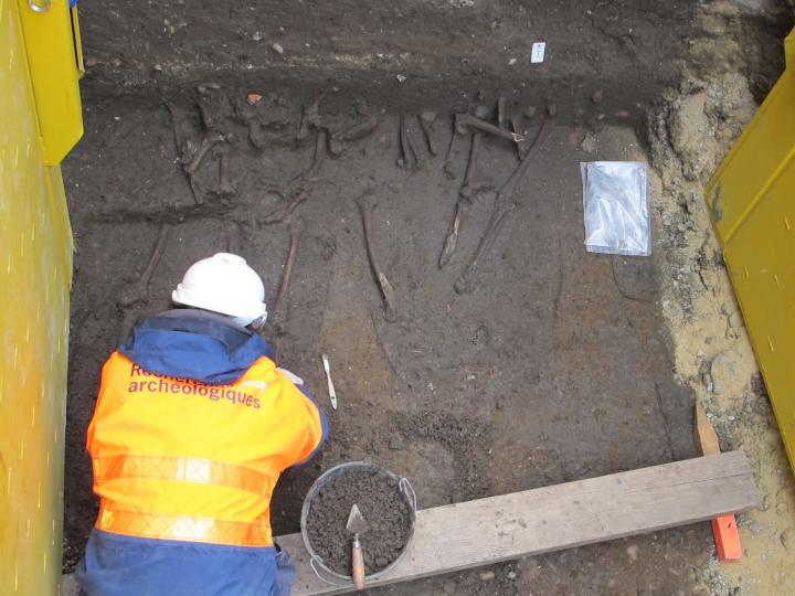Des inhumations médiévales rue Charles-Gille à Tours