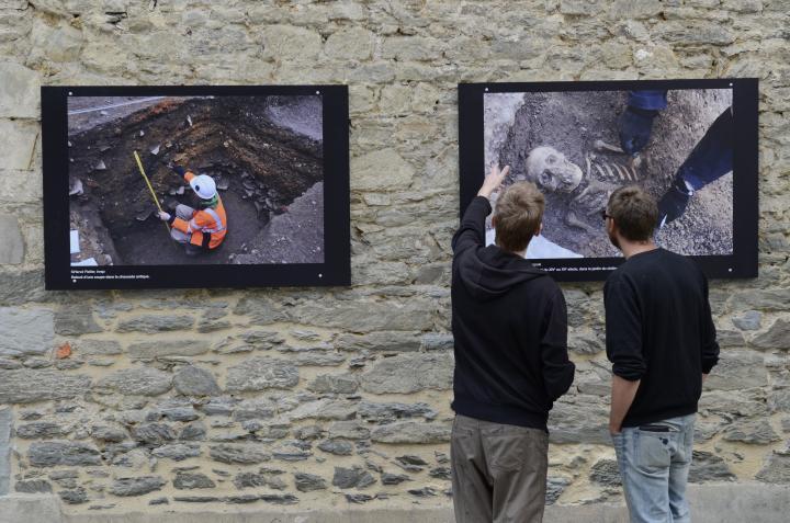 une exposition de photographies retrace le travail des archéologues de l'Inrap sur les murs du couvent des Jacobins