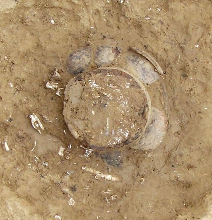 Gros plan sur l'une des tombes de la nécropole