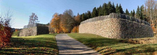 La porte du Rebout au Mont-Beuvray