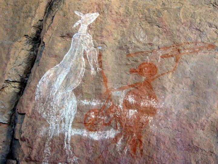Représentation pariétale du maniement du propulseur. Abri-sous-roche Anbangbang, Parc de Kakadu, Australie Septentrionale
