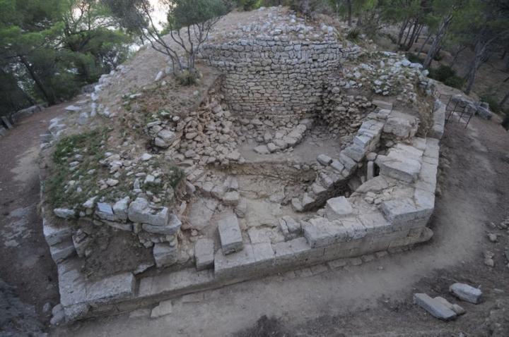 Les fortifications archaïque, hellénistique et tardo-antique de l'oppidum de Saint-Blaise. Tour de l'éperon sud