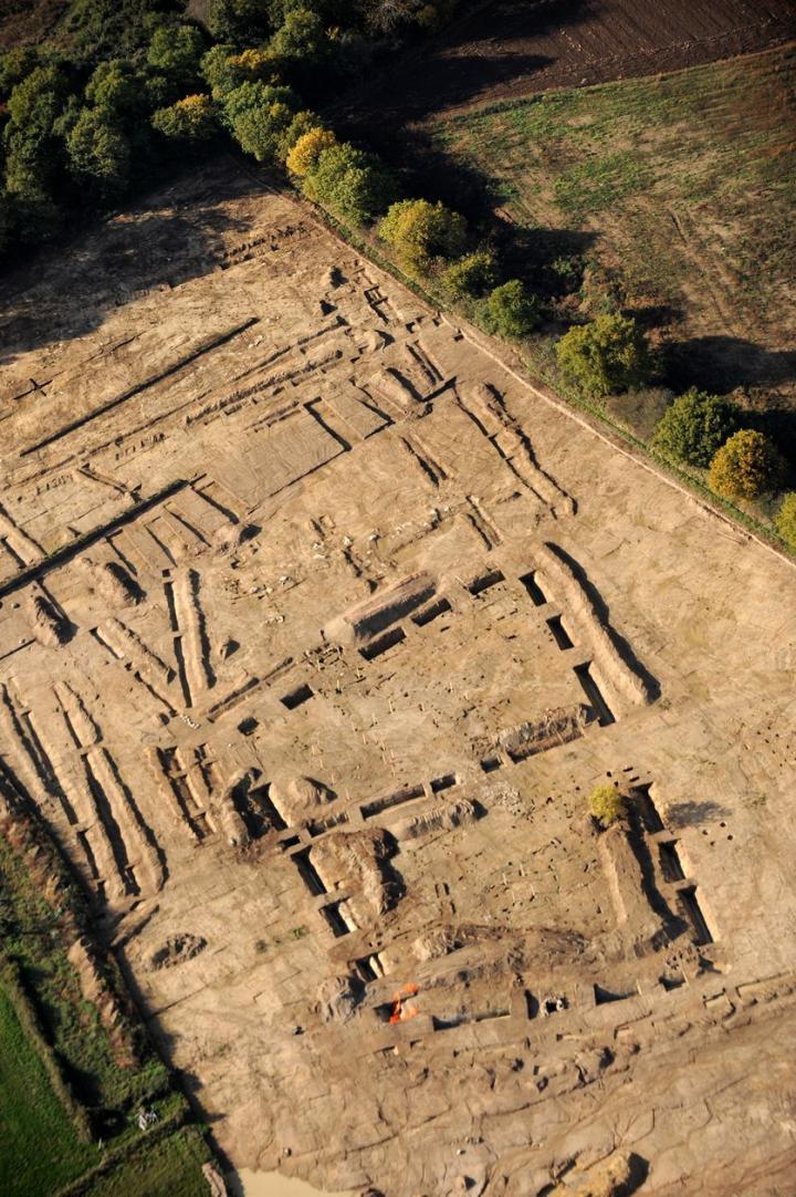 Vue aérienne d'une grande ferme gauloise (IIe-Ier siècles avant notre ère) mise au jour au sud du site de Brestivan