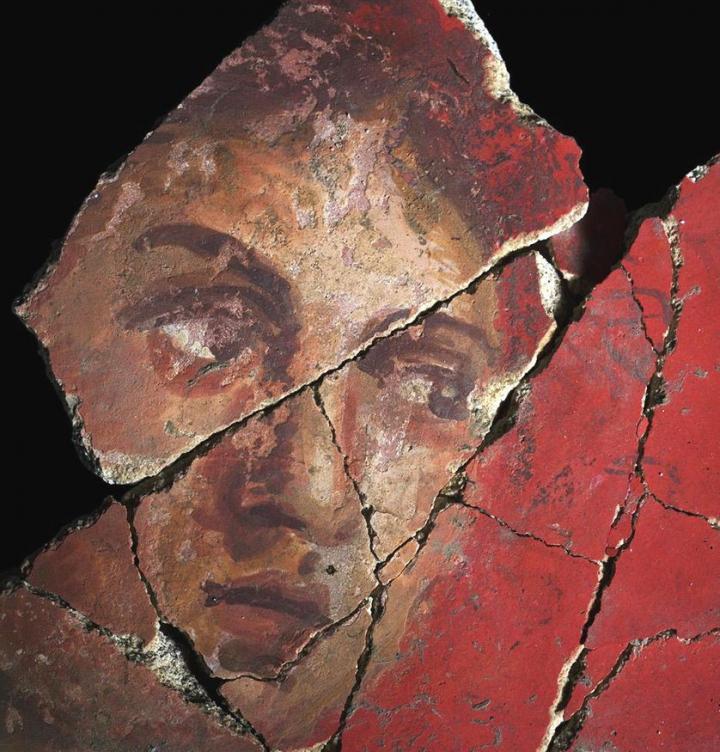 Enduit peint découvert à Arles sur le site de la Verrerie