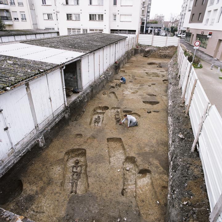 Vue de l'extrémité nord de la nécropole gallo-romaine, fouille 2015