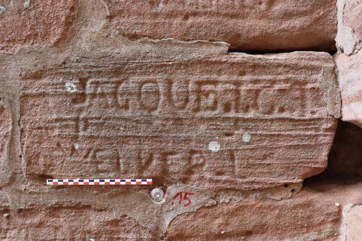 Exemple de graffiti d'Époque moderne à l'intérieur de la tour ouest