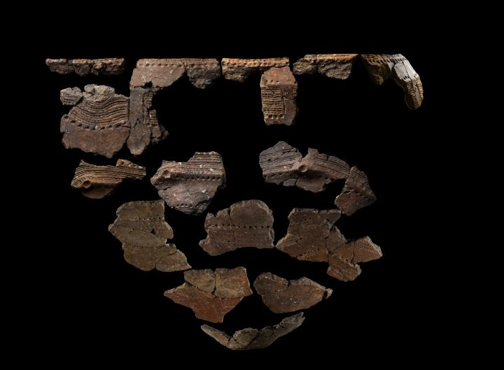 Vase du type de la Hoguette (fin du VIe millénaire) trouvé sur le site d'Alizay