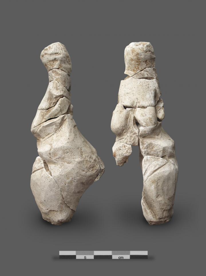 La vénus de Renancourt. Statuette féminine d'époque gravetienne,  2011. © Stéphane Lancelot