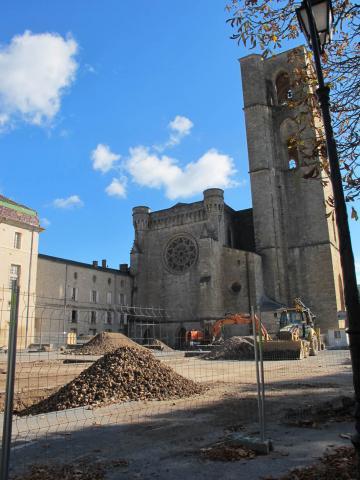 Visite du diagnostic archéologique au pied de la cathédrale de Lodève