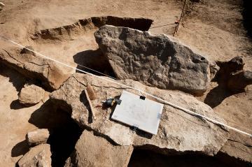 Archéologie en Val-d'Oise : ces menhirs néolithiques que l'on abat