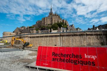 L'Inrap dégage la tour Denis, au pied des remparts du Mont-Saint-Michel
