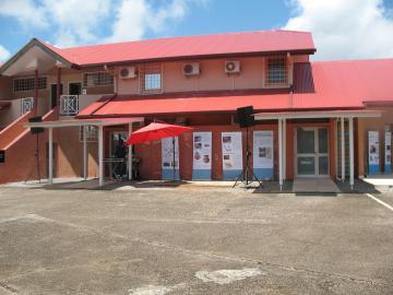 Inauguration du centre de recherches archéologiques de l'Inrap à Cayenne, mardi 27 septembre 2011