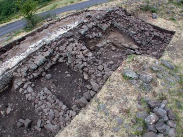 Les fortifications de l'Oppidum de Gergovie - La muraille à éperons gauloise et sa réfection augustéenne