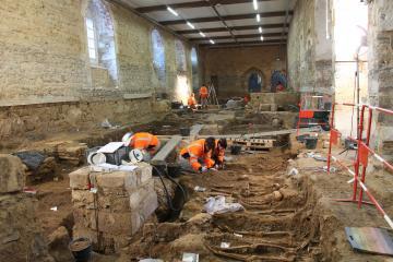 Dernières semaines de fouille au couvent des Jacobins à Rennes: près d'un millier de sépultures recensées