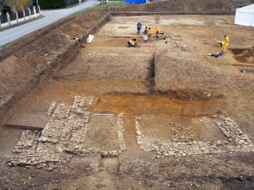 Découvertes archéologiques à Moult :  du Néolithique à l'Époque moderne