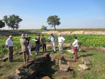 Aurélie Filippetti sur le chantier archéologique de l'Inrap, à Siem Reap, Cambodge