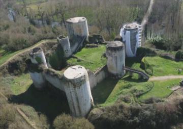 Archéologie du bâti au château du Coudray-Salbart, en Poitou-Charente