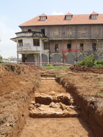 Fouille archéologique dans l'ancien hôpital Jean-Martial à Cayenne