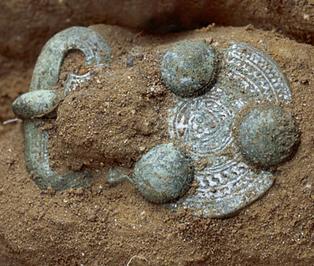 Nécropoles mérovingienne et carolingienne à Noisy-le-Grand : 500 ans de pratiques funéraires