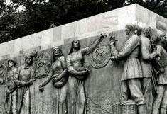 La « résurrection » à Baillet-en-France des bas-reliefs du pavillon soviétique de 1937