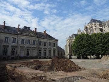 Sées - Décapage lors du diagnostic archéologique dans le jardin du palais d'Argentré