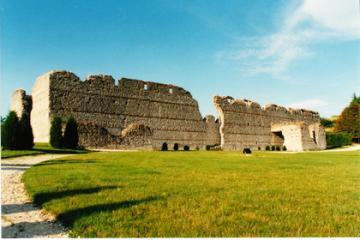Découvrir le musée archéologique de Thésée-la-Romaine : Impressionnantes mazelles