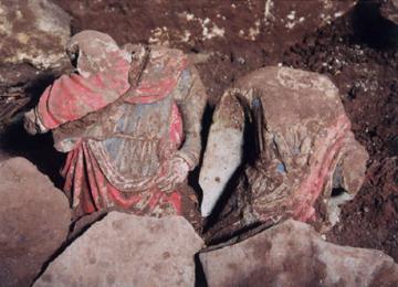 Une cache de sculptures découverte dans l'église médiévale Saint-Félix de Landos (Haute-Loire)