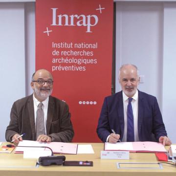 Franck Collard, président de Association des Professeurs d'Histoire et de Géographie (APHG), et Dominique Garcia, président de l'Inrap