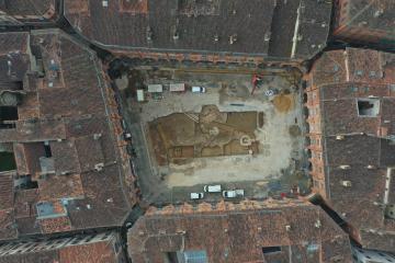 Image réalisée par drone de la fouille archéologique menée par l'Inrap au cœur de la cité de Montauban.
