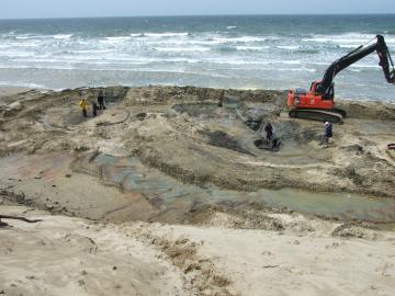 Soulac-sur-Mer, Plage de l'Amélie, fouilles de fosses néolithique et antique.