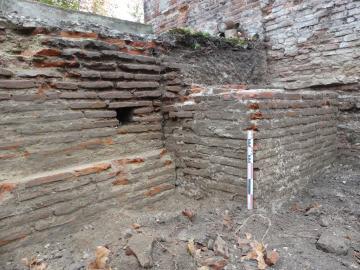 Massif constituant un point fort dans le mur d'enceinte de la fin du Moyen Âge.