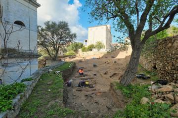 Zone funéraire mise au jour par l'Inrap préalablement aux projets immobiliers Pagliaghju et domaine Zanardi portés par l'entreprise Demeures Corses sur la commune d'Ile Rousse (Haute-Corse) suite à la prescription d'une fouille archéologique par les services de l'État (DRAC de Corse).