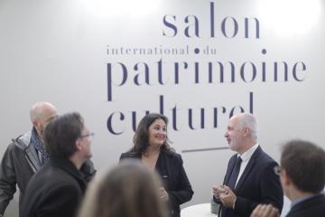 Karen Taïeb, adjointe à la Maire de Paris et chargée du Patrimoine, et Dominique Garcia, président de l'Inrap, au Salon international du patrimoine culturel