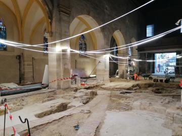 Vue générale du chantier de fouilles de l'église de Sceaux.