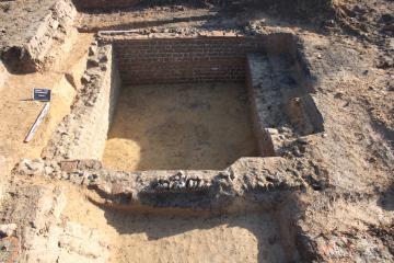 Vue de la cave maçonnée antique en en opus mixtum