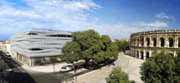 Le musée de la Romanité face aux arènes de Nimes