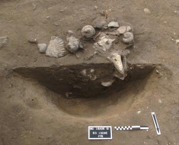 Fouille en cours de la sépulture  troumassoïde, Xe-XIIIe s de notre ère