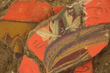 La Verrerie (Arles) - Fragment d'enduit peint figurant une guirlande de feuilles