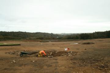 Bâtiment médiéval en cours de fouille.