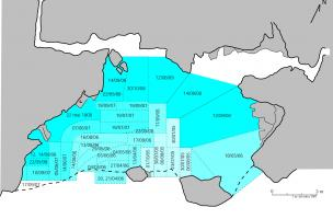 Restitution du plan des fouilles du Trou de la Mère Clochette à Rochefort-sur-Nenon par J. Feuvrier. En 1905, Julien Feuvrier débute ses fouilles au centre de la grotte, entre les deux piliers. Il fouille ensuite, le devant de la cavité (1906 et 1907), pu