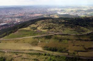 Les fortifications de l'Oppidum de Gergovie - porte Ouest